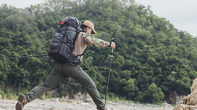 Hiking with OneTigris LITE ROAMER Roll-up UL Rucksack